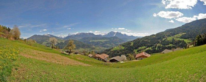 Aussicht vom Leishof in die Dolomiten